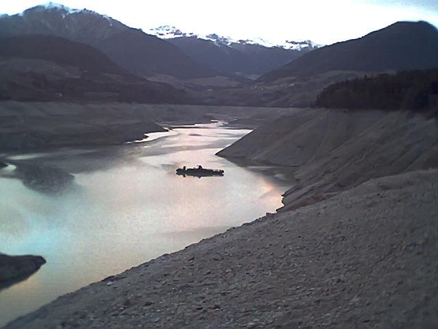 Lago vuoto con chiatta for Cabine del lago vuoto
